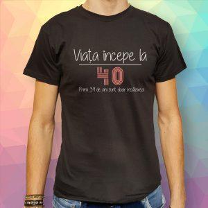 tricou-negru-aniversare-40-de-ani-viata-incepe-la-40-primii-39-de-ani-sunt-doar-incalzirea